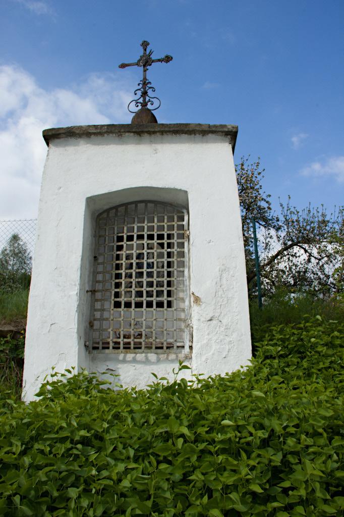 Kaplička v kopci
